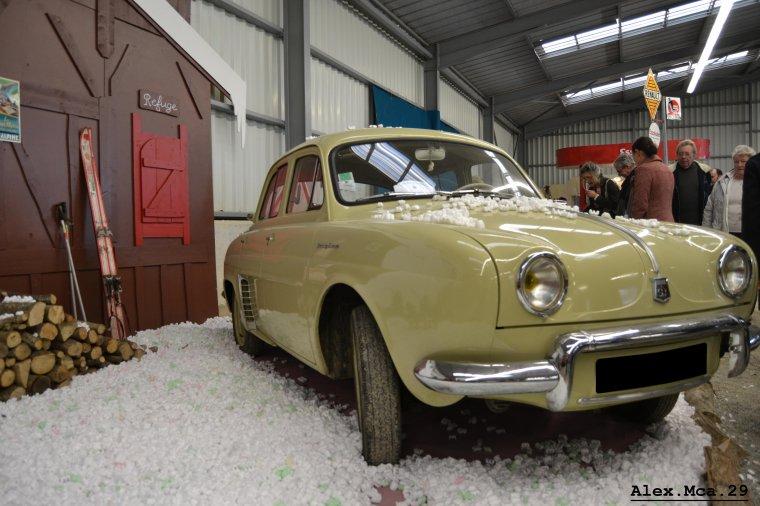 Renault Dauphine(Salon des véhicules anciens Plougonven)(04/11/12)