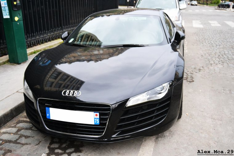 Audi R8 V8(Avenue Foch Paris)(16/03/13)
