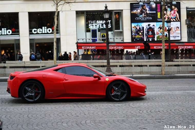 Ferrari 458 Italia(Avenue des Champs Elysées Paris)(16/03/13)