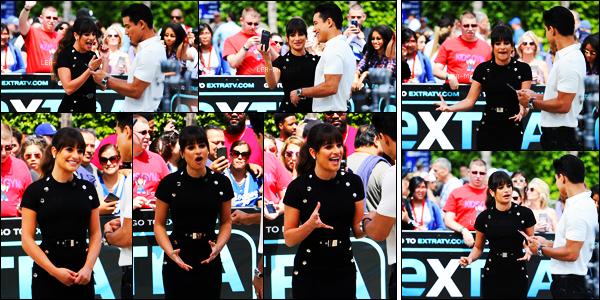 13/04/17 ─    Lea Michele est allée faire la promo' de son album  « Places » sur le plateau TV Extra à L.A.On retrouve notre chanteuse très souriante et toute en beauté. Elle est rayonnante je lui met un sublime top. Hâte de découvrir son nouvel album ?[/alig fen]