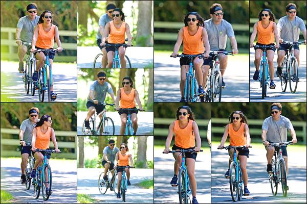 """"""" •  09/07/18    —   Lea Michele a été aperçue avec son fiancé Zandy Reich se baladant à vélo dans les Hamptons à New York.Les jeunes fiancés profitaient de leurs petites vacances ensembles et ils ont bien raison ! J'accorde un top pour la tenue de sport de Lea !!  """""""