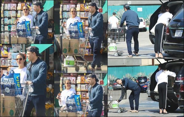 """"""" •  07/10/18    —   Lea Michele a été photographiée alors qu'elle faisait ses courses à « Whole Foods » avec Zandy Reich à LA !Les tourtereaux sont bel et bien toujours collés ensemble. En ce qui concerne sa tenue simple et sportive, j'accorde un petit bof et vous ?!  """""""