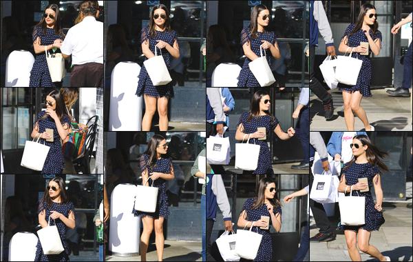 """"""" •  12/11/18    —   Lea Michele a été aperçue, alors qu'elle se rendait au « Joan's on Third » situé dans Studio City, Californie !C'est donc dans les rues de Californie que la jeune femme a été photographiée ! Je lui accorde un très grand top pour sa mise en beauté !  """""""