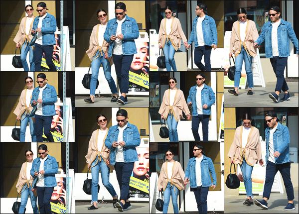 """"""" •  17/11/18    —   Lea Michele a été photographiée, alors qu'elle faisait quelques courses avec Zandy Reich, dans Los Angeles !La superbe chanteuse semblait très heureuse ce jour-là vu son sourire. Je dois dire que j'aime beaucoup la tenue de l'actrice. C'est un top.  """""""