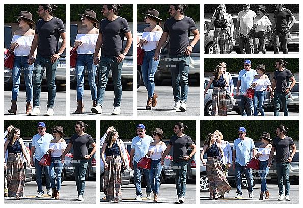 ------------+ 27/05/2016 : Lucy à été photographiée alors qu'elle faisait du shopping en compagnie d'amis dans - LA La tenue de Lucy était vraiment mimi. Les chapeaux vont bien à Lucy je trouve. Pour moi c'est un TOP, elle est à croquer ! ------------+