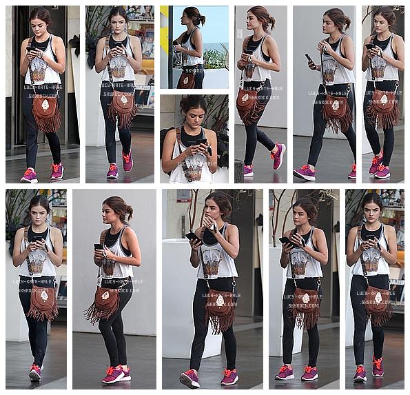 ------------+ 02/08/2016 : Lucy a été vue téléphone en main dans la salle de sport SoulCycle dans West Hollywood - LA Lucy s'est montrée dans une tenue sportwear chic d'une jolie paire de chaussure fluorescente et une queue de cheval. TOP ! ------------+