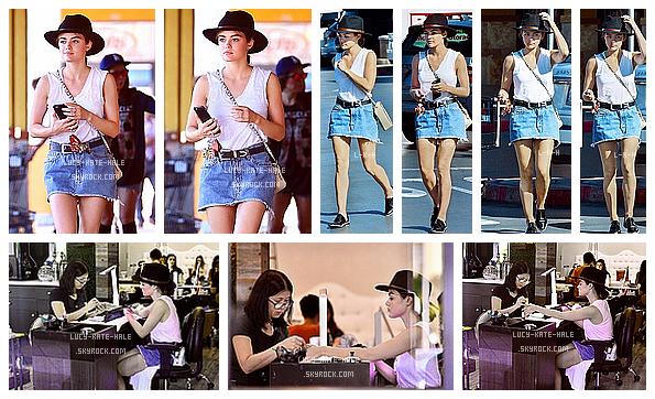 ------------+ 5/07/2016 : Lucy a été photographiée se faisant une manucure et quittant le salon - Los Angeles La tenue de Lucy est très jolie, j'aime beaucoup son style et le chapeau agrémente bien. Gros TOP pour la miss et vous ? ------------+