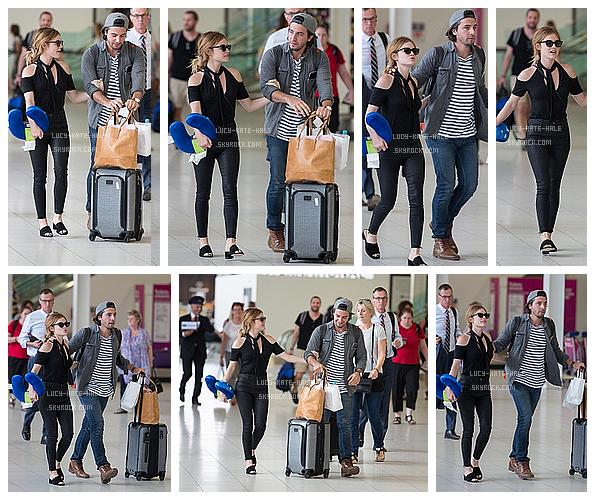 ------------+ 17/11/2016 : Lucy était à l'aéroport avec Anthony pour sealler à une convention à Adelaide en Australie Lucy complètement vêtue de noir était vraiment adorable avec son petit ami qui lui même était aussi très bien habillé. TOP ! ------------+