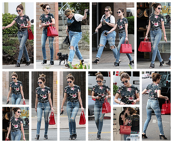 ------------+ 12/09/2016 : Lucy à été photographiée par les paparazzisà Larchmont Village Neighborhood dans - LA Lucy a sorti une jolie tenue décontractée j'aime beaucoup son T-shirt avec des fleurs ! Mais je n'aime pas ses chaussures. TOP ! ------------+