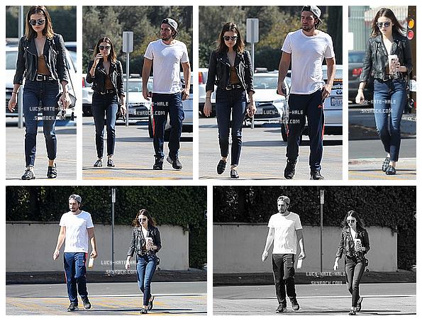------------+ 26/10/2016 : Lucy a été aperçue en compagnie de son petit ami, Antony dans les rues de - Los Angeles La tenue de Lucy était une fois de plus magnifique et Lucy a croquer. Cependant, je n'arrive pas à me faire à ses chaussons ! ------------+