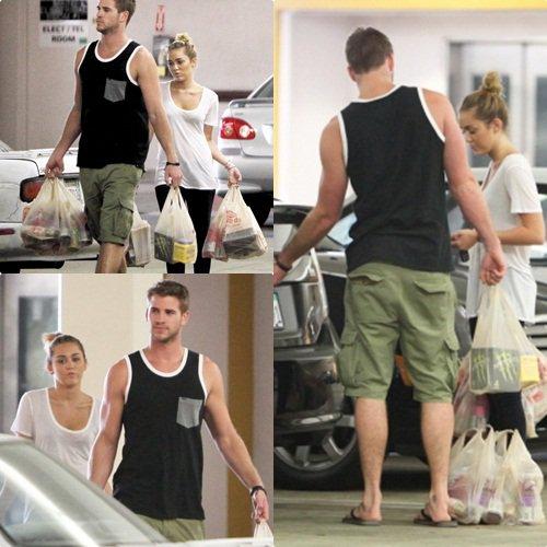 """Nouveaux photoshoot de Miley pour le magazine """"prestige"""" Top ou Flop ? Et Liley a été aperçu faisant les courses."""
