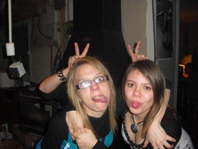 Moi( a droite) et mon ex belle soeur ( a gauche )