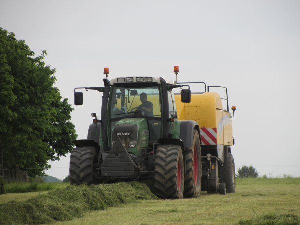 Pressage avec New Holland BB9070 !