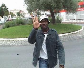 France-Cameroun: IMBROGLIO LE NOUVEL ALBUM DE ZIBI DE YAOUNDÉ ACCUEILLI DANS UNE AMBIANCE TORRIDE À SAINT-DENIS