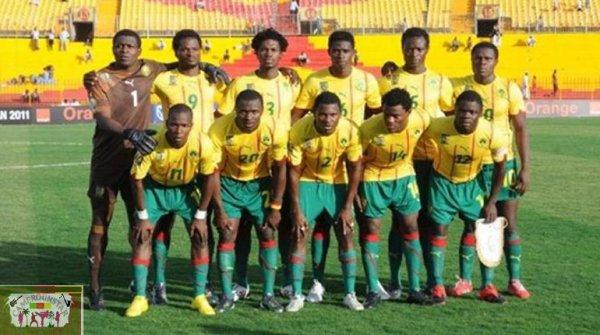 Les Lions Juniors sur le pont à Yaoundé