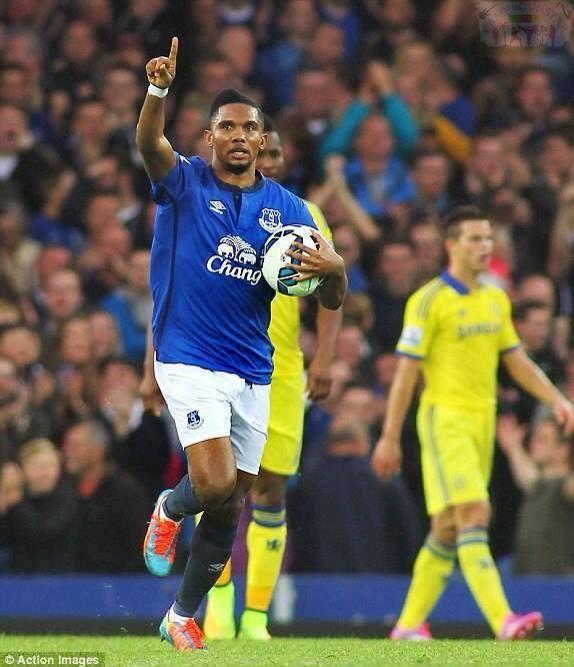 Samuel Eto'o ouvre son compteur but avec Everton devant Chelsea de Mourinho et Drogba (3-6)
