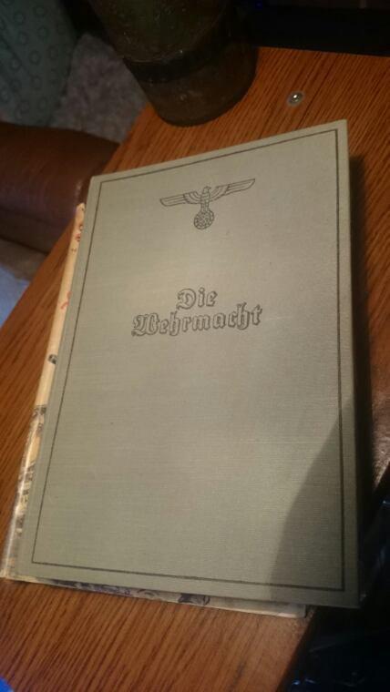 Rentrés d'arlon, livres imprimé en 1940 bourée de photos aussi belle les une que les autres ^^