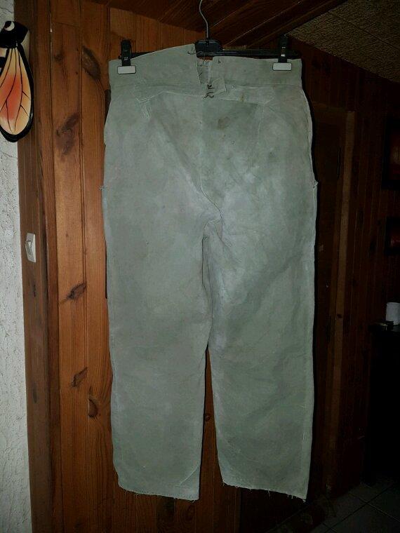 Pantalon us sorti de grenier impossible à identifier