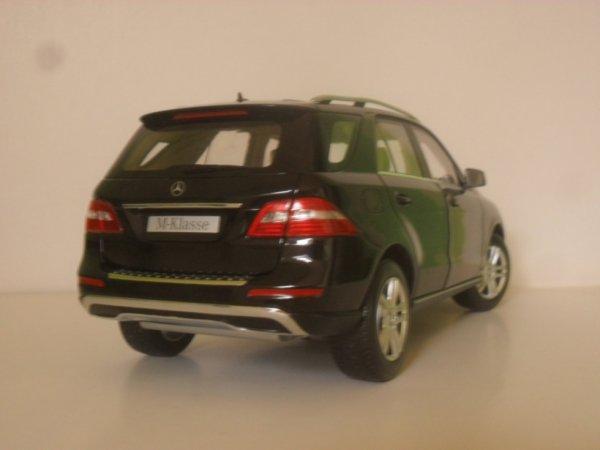 Mercedes classe m 2011 à l'échelle 1/18 de marque Minichamps
