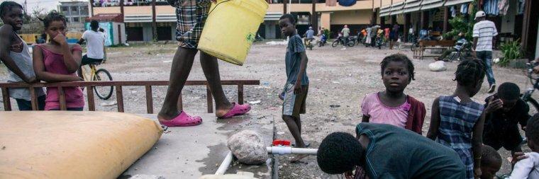 Haïti : 100 000 enfants privés d'école après l'ouragan Matthew