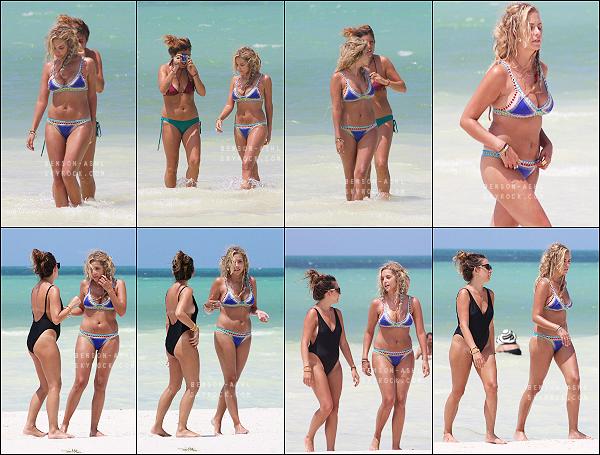 04/09/15 : Ashley Benson s'est rendue sur une plage de Mexico afin de se faire photographier pour un photoshoot !   - Découvrez les photos de ce shooting sur l'article précédent. Ash porte des rajouts de cheveux, elle est superbe, très joli ce petit maillot de bain ! -