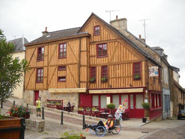 40 éme étape:  Bagnoles de L'orme à  Domfront  19 km (61)