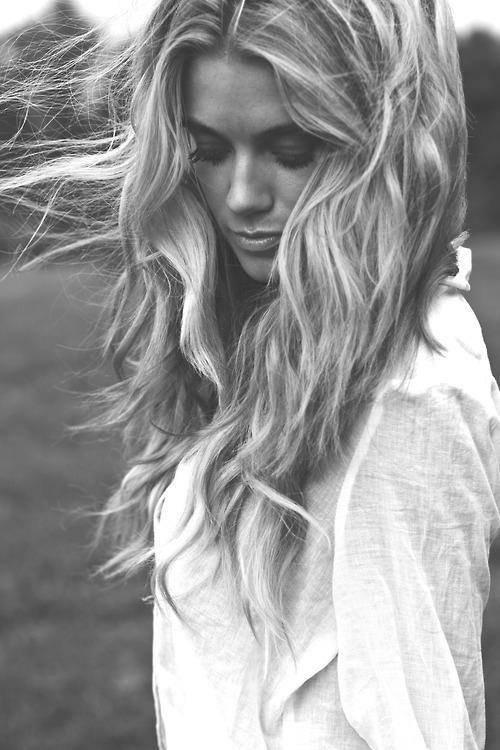 Tu sais j'ai le coeur qui se serre quand je te croise dans les photos.