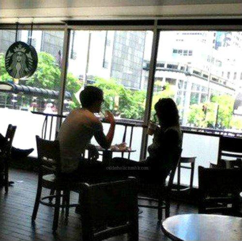 24/07/2012 Louanor dans un Starbucks.
