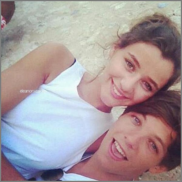17/11/2012 - Eleanor à posté une photo d'elle et Louis sur twitter.
