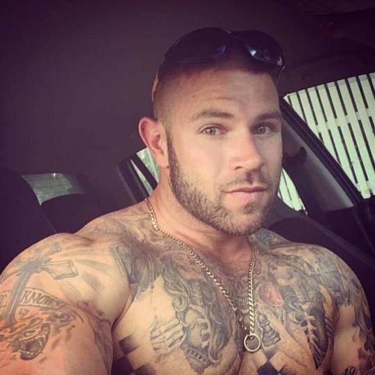 beau mec tatoué