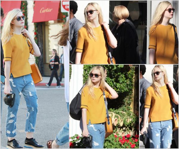 . _Candid_ → 26/12/11 : Elle était présente dans les rues de Beverly Hills où elle a déjeuné au Rodeo Drive