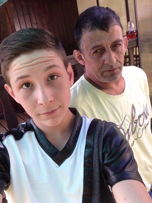 Mon fils Brian avec son papa lol