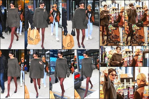 .  '09/02/2018' ▬ Kendall Jenner et sa copine Hailey Baldwin ont été vue allant faire des courses dans Brooklyn, NY. C'est dans le magasin « City Acres Market » que les deux jeunes mannequins ont été aperçues. Je lui accorde un top ! .