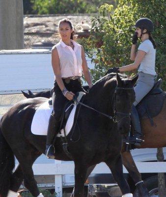 Leona fait du cheval à LA
