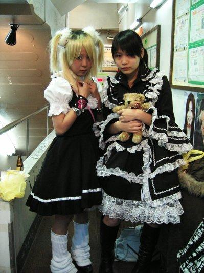Les Gothic Lolita.