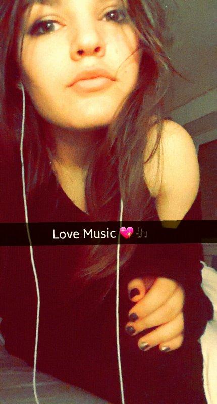 La musique donne une âme à nos coeur et des ailes à nos pensées <3