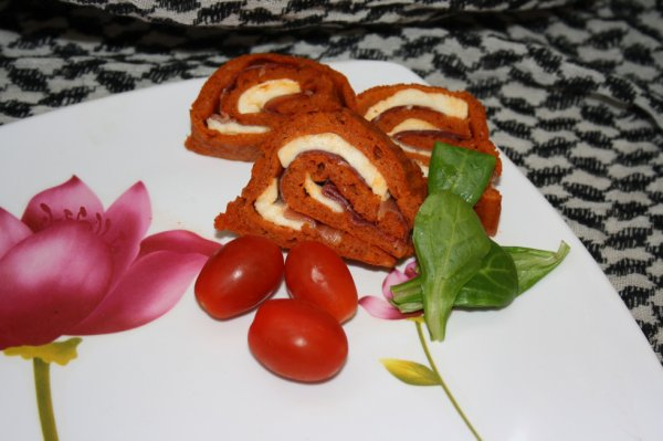 Roulé à la tomate , mozzarella et jambon de bayonne