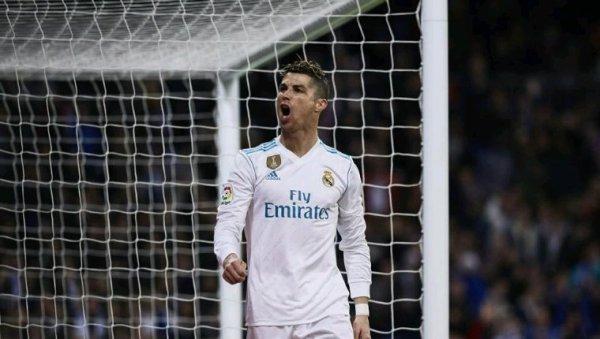 """Cristiano Ronaldo: """"N'essayez pas de sortir le beau moment que je vis avec de fausses nouvelles."""""""