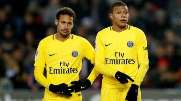 Le grand dilemme du Real Madrid. Neymar contre Mbappé  Le Real Madrid veut les deux mais ne peut en choisir qu'un, il est déjà connu que Madrid voulait signer Mbappé, l'année dernière, mais a opté pour le PSG. Et Neymar veut venir depuis sa naissance.  Si Neymar ne peut pas venir cette année, Mbappé sera l'élu.