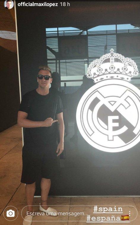 Maxi López a mis sur son compte Instagram, une photo de lui-même a pointé son doigt sur le bouclier du Real Madrid d'une manière obscène.  L'Argentin joue actuellement pour l'équipe Udinese en Italie, il est une âme perdue, ce doigt lui donne le bonheur dont son corps a besoin.