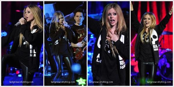 10/10/11 - Avril a donné un énième concert pour le Black Star Tour à Edmonton au Canada . A. a posté une vidéo sur sa chaine Youtube, tournée depuis l'arrivée du Black Star Tour au Canada.