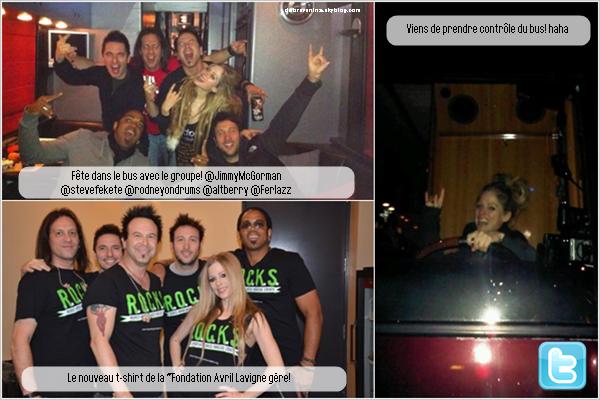 17/10/11 -  Avril Lavigne en a bientôt finis avec sa tournée, elle était il y a deux jours à Ottawa. A. était vraiment heureuse de ce concert, en effet, Napanee - sa ville natale - n'est qu'a deux heures et la belle a pu voir sa soeur et des anciens voisins.