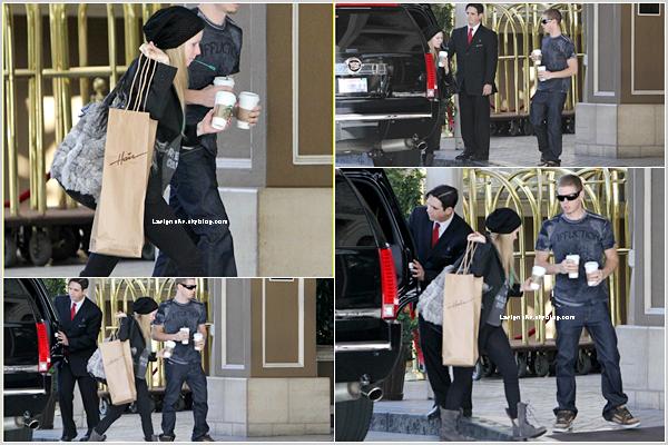 22/01 Avril a été vue arrivant à l'hôtel Four Season de Berverly Hills avec son frère.