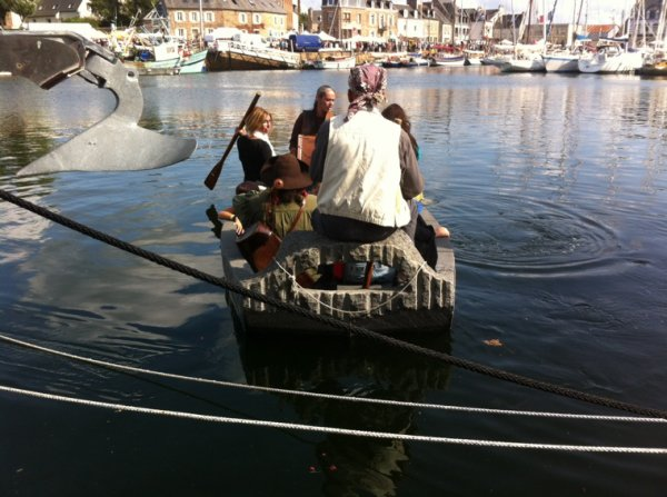 Un bateau en granite