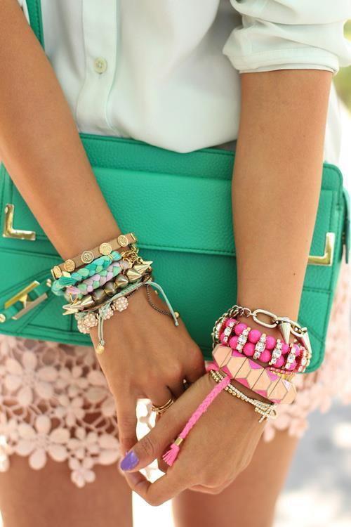 parce qu'ont  a jamais assez de bracelet !