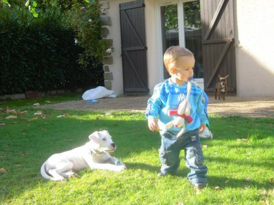 Téo et sa chienne Ferggy!!!!!