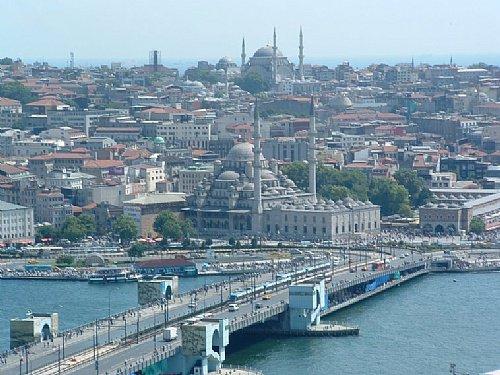 le pont qui traverse le bosphore a ISTAMBUL
