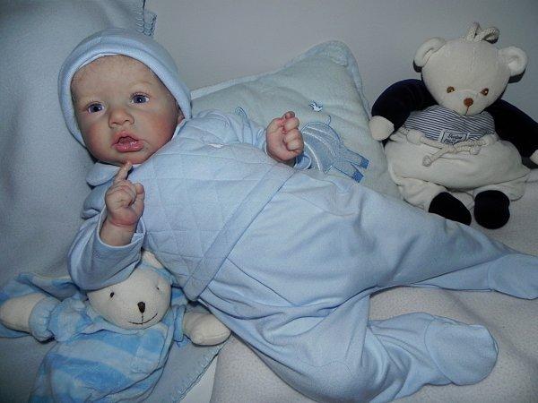 Nicolas bébé d'Amour merci a Sabine sa maman