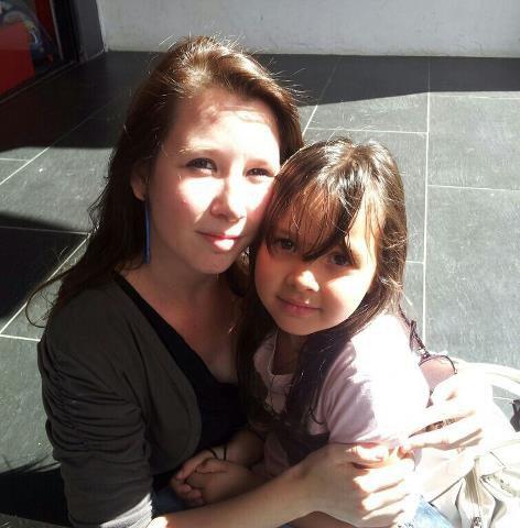 ma soeur mon coeur mon ame ma vie  sans elle je ne suis vraiment plus rien je donnerais tout pour elle je vis grace a elle :mado_lou selene
