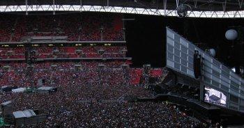 Parce que j'ai eu la chance et le bonheur d'avoir 3 frères & que l'un d'eux m'ait emmené à Wembley.